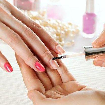 Manikúra, lakování OPI lakem a masáž rukou