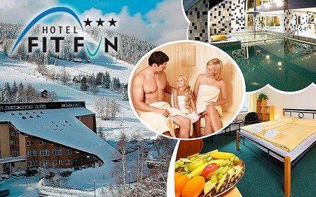 Hotel Fit Fun*** v Harrachově s plnou penzíaneomezenou konzumací nealko nápojů + piva a vína nebo polopenzí! Pobyt na 3 nebo 4 dny pro dva a dítě do 10 let zdarma! Vstupy do bazénu, fitness, sauny, balnea centra, slevami na bowling, masáže a mnoho další