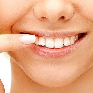 Pečlivá dentální hygiena a air flow na…