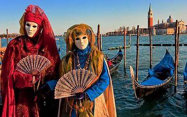 Romantické Benátky v době svatého Valentýna nebo v období tradičních karnevalových oslav