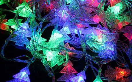 Svítící LED řetěz se stromečky