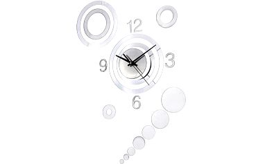 Designové hodiny ve stříbrné barvě