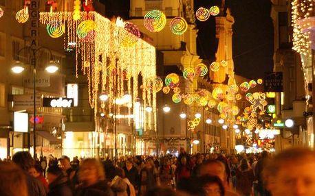 Adventní trhy ve městě Linz