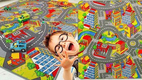 Koberec se vzorem silnic a autíček