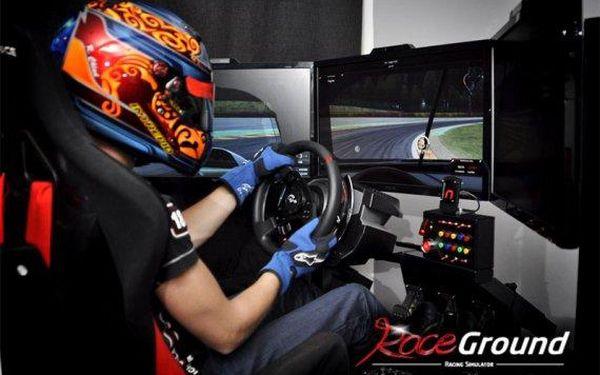 Adrenalin na profi závodním simulátoru až pro 4 osoby naráz