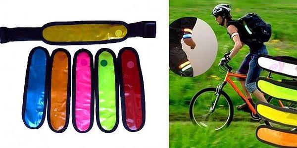 LED svítící bezpečnostní pásek na ruku -Chodíte ve tmě po silnici? Běháte ve tmě? Jezdíte na kole za šera? Chodí vaše děti do školy kolem silnice? Pokud ano, pak právě pro Vás je určen praktický LED svítící bezpečnostní pásek na ruku, se kterým zvýšíte V