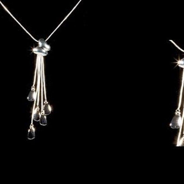 Elegantní řetízek s přívěškem ve tvaru motýlka s přívěšky potažený kvalitním stříbrem v délce 50 cm!