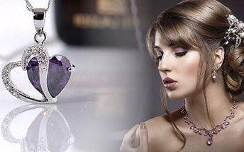 Nádherný přívěšek ve tvaru srdce s krystalem ve třech barevných provedeních! Potěšte dámy ve svém okolí luxusním dárkem za luxusní cenu! Šperk, který bude symbolizovat Vaše silné pouto je ideální dárek pro každou příležitost!