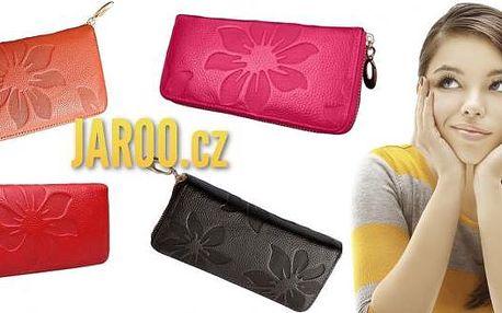 Dámská kožená peněženka se vzorem květů v mnoha barevných provedeních. Prostorná, kvalitně zpracovaná a zároveň stylová dámská peněženka, která slouží pro bezpečné uchovávání peněz, karet a dokladů a zároveň jako módní doplněk.