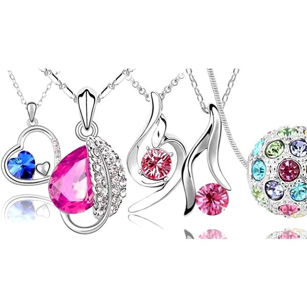 Dámské šperky v různých barvách - náušnice, přívěsek ve tvaru srdce nebo koule a náhrdelníky Swarovski!