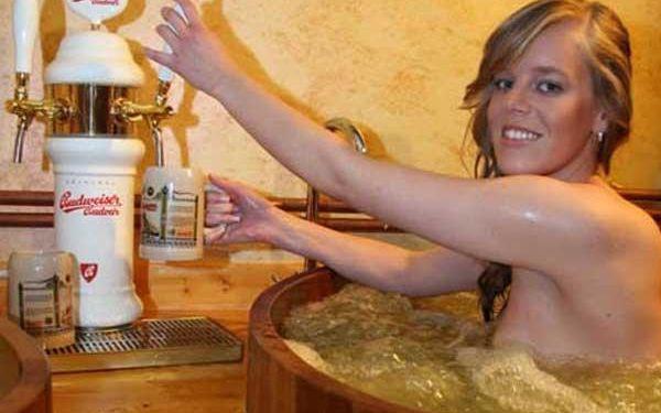 Pivní koupel s neomezeným popíjením piva