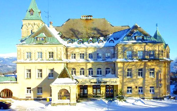 Vánoční, silvestrovský nebo zimní pobyt pro 2 v Jizerkách v zámeckém hotelu Větrov