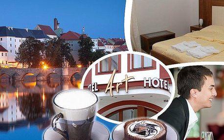 Romantický pobyt pro dva v 3* Art hotelu s polopenzí, snídaně, večeře při svíčkách, moučník a a káva