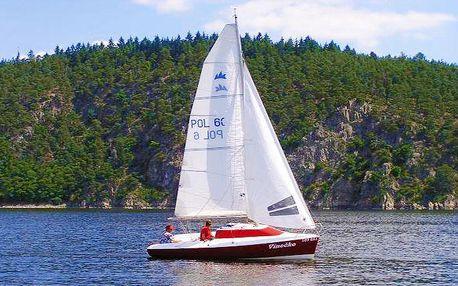 Pronájem motorové kajutové plachetnice bez průkazu VMP na Orlíku