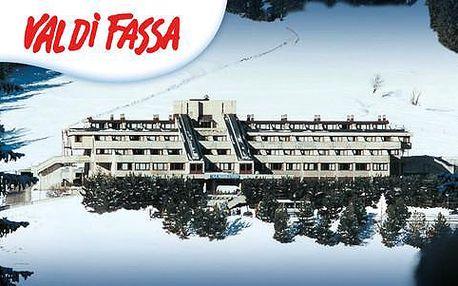 Lyžování v italských Alpách s ubytováním v Hotelu Ski Club Regina e Fassa *** s light All inclusive a skipasy na 4 nebo 7 nocí