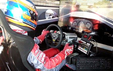 Nadupaná jízda ve špičkovém závodním simulátoru