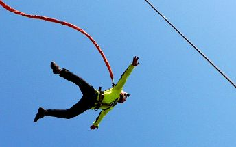 Bungee katapult. Adrenalinový let k nebi