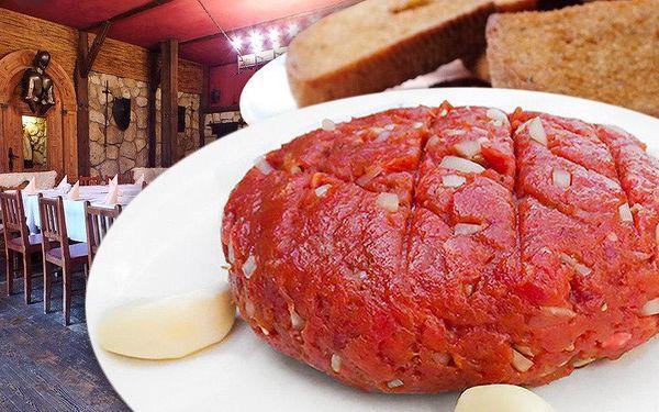Půlkilový tataráček s pořádnou porcí topinek