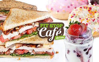 Vynikající sendvič, nápoj a dezert dle výběru na pražské magistrále v 1. DRIVE-IN kavárně a toustárně.