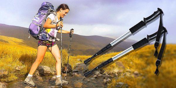 Pár trekingových holích pro zdravý životní styl