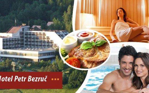 Zimní odpočinek v hotelu Petr Bezruč*** v Beskydech! Pobyt pro 1 osobu na 4 dny s bohatou polopenzí, bazénem se slanou vodou, infrasaunou, parní kabinou nebo solnou jeskyní! Relaxace v krásné přírodě je k nezaplacení!