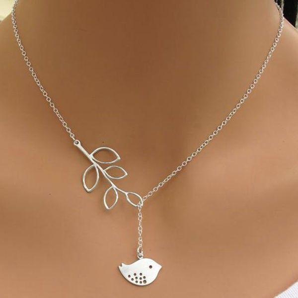 Něžný náhrdelník s lístečkem a ptáčkem - dodání do 2 dnů