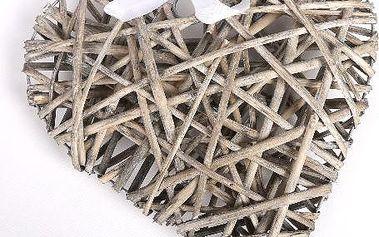 Dekorativní srdce z hnědého proutí