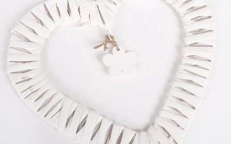 Dekorativní proutěné srdce s vniřním čtyřlístkem