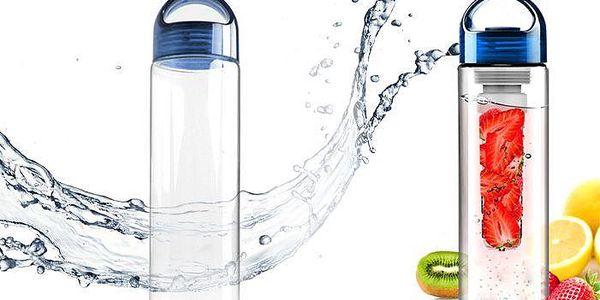 Unikátní láhev na dochucení vody ovocem a zeleninou
