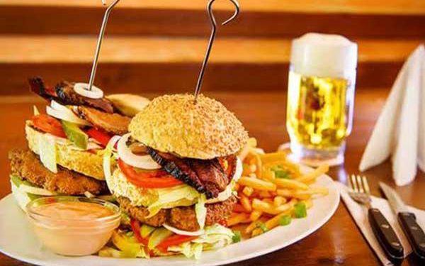 2 mega burgery + pořádná porce hranolek pro dva