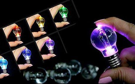 Stylový přívěšek na klíče ve tvaru žárovky s LED diodami s měnícími se sedmi barvami!