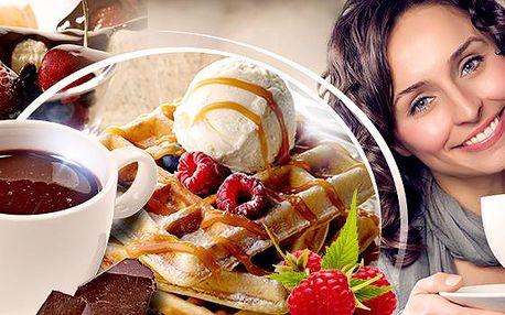 Sladké menu pro 2 osoby v centru! 2x belgická horká čokoláda + 2x čerstvé domácí vafle (6 druhů)!
