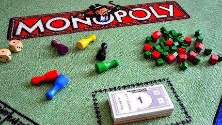 Koberec s motivem plánu na Monopoly