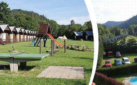 Chatky na Šumavě - pobyt v Autocampingu Klášterský mlýn až pro 4 osoby na 1 noc a tenis 2 hodiny.
