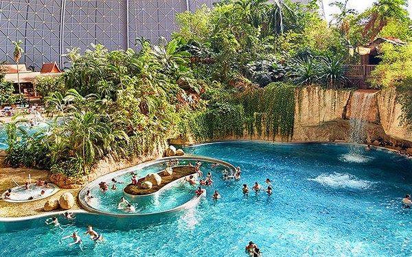 Celodenní zájezd pro 1 osobu do zábavního aquaparku Tropical Islands v Německu