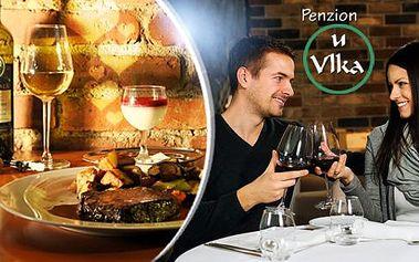 Romantická 3chodová večeře se sklenkou vína pro dva v centru Českých Budějovic! Caprese, steak, panna cotta!