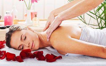 Provoněná růžová masáž zad a šíje