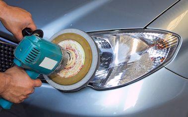 Renovace a rozleštění předních světlometů vozu