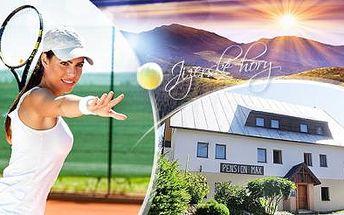 Jizerské hory - aktivní wellness víkend pro 2 osoby s výukou 12 hodin tenisu + polopenze, wellness a návštěva muzea.