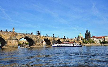 Hodinová plavba lodí po Vltavě centrem Prahy s kávou a dezertem