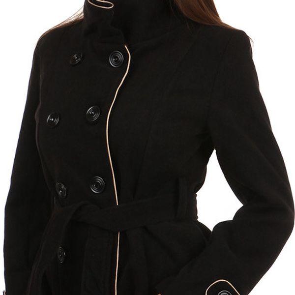 Zajímavý kabát s kontrastním lemováním a s moderním límcem červená