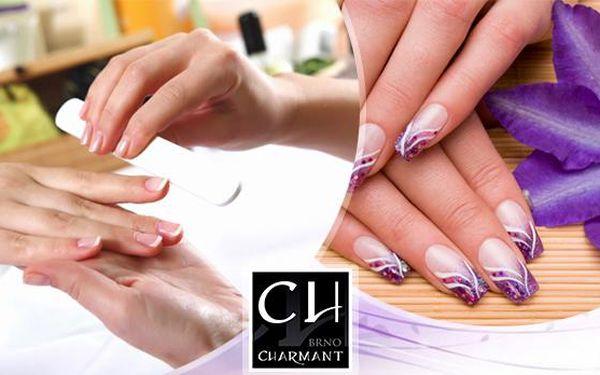 Manikúra P-Shine s masáží rukou nebo manikúra a modeláž gelových nehtů včetně zdobení. Nechte pečovat o své ruce.