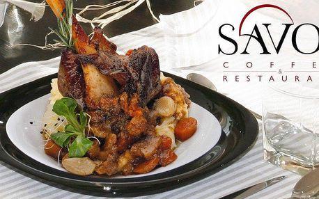 Jehněčí kolínko pro dva v restauraci Savoy