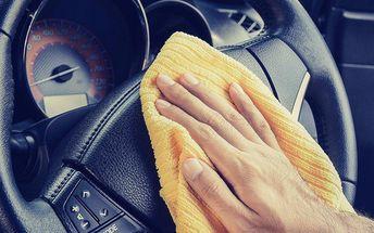 Ruční čištění interiéru vašeho automobilu