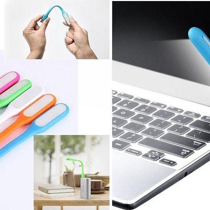 USB LED lampička s pogumovaným povrchem a flexibilním ramenem. Moderní a jednoduchý design.