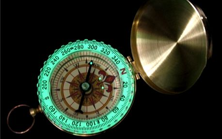 Kompas ve zlaté barvě s osvětlením - dodání do 2 dnů
