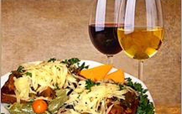Výtečné víno z Lechovic, výborná topinka s masovou směsí, živá hudba za hubičku! Zpestřete si své víkendy a pojďte se bavit.