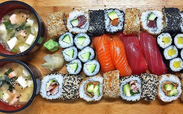 Sushi set pro dva: 32 kousků a polévka miso