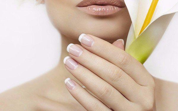 Klasická manikúra a zkrášlení nehtů