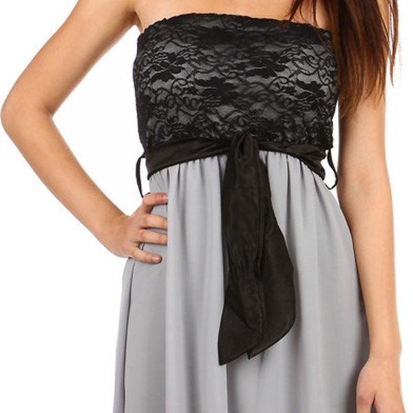 Krásné šaty s delším zadním dílem světle šedá